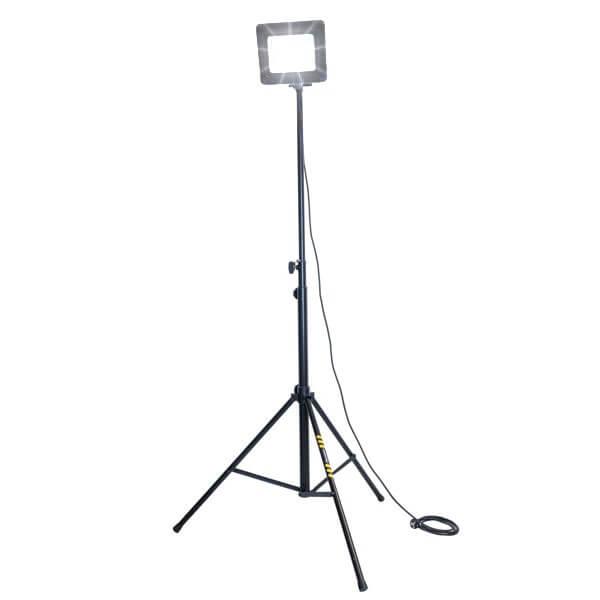 maszty-stojaki-oswietleniowe-LMx100AW-on